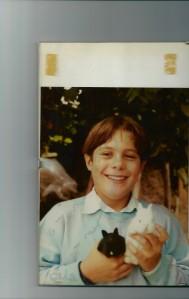 Andrea a 10 anni con i primi coniglietti